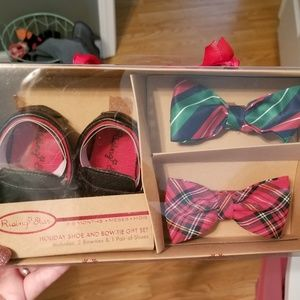 Holiday shoe and bowtie set